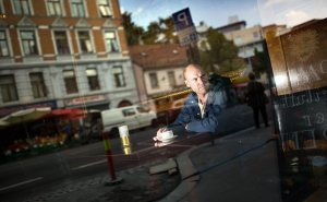 Debutant Yngve Kveine var en av stemmene du kunne høre på Debutantfestivalen i Oslo i helga. Les Merete Holtans intervju med ham ved å klikke på bildet. Foto: Torbjørn Brovold