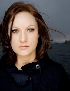 Fjorårets vinner av Bokbloggerprisen, Agnes Ravatn. Fotokilde: www.knirk.no