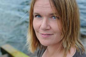 """Bokblogger Lise Grimnes er og så forfatter av ungdomsromanen """"Kaoshjerte"""". Hun er en av seks nominerte i Åpen klasse. Foto: aschehoug.no"""