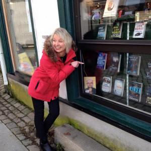 Marit Reiersgård fant seg selv i bokhandelen i Tvedestrand ...